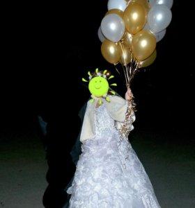 Красивое свадебное платье,  фата в подарок.