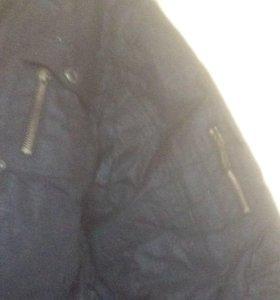 Чёрная куртка зимняя для подростков в хорошем сост