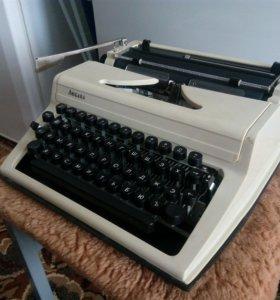 """Пишущая машинка """"Любава"""""""