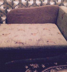 Мини диван раскладывается ,торг