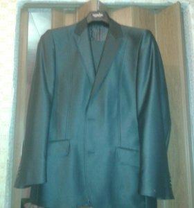 Продам 2 новых костюма