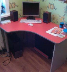 Стол и шкаф для книг