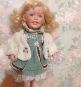 Кукла фарфоровая .