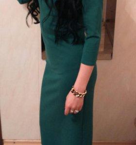 Платье изумрудного цвета, длинное, качество супер