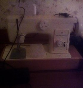 Швейная электроприводная машинка