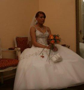 Свадебное платье со шлейфом 44размер