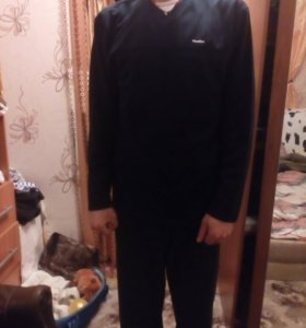 Мужская кофта черно-синего цвета,с молнией .