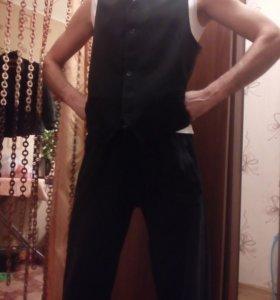 Мужская черная жилетка,одевалась один раз.