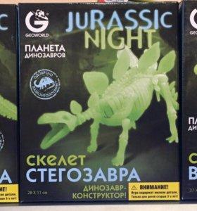 Набор светящихся скелетов динозавров (3 разных)