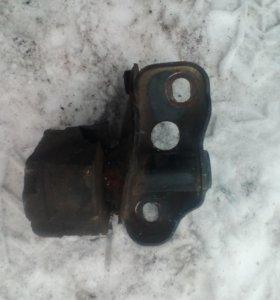 Подушка двигателя  Fe ,Мазда 626