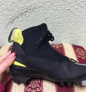 Лыжные ботинки.