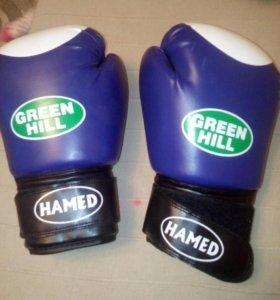 Боксерские перчатки. Новые