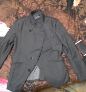 Модный стильный пиджак