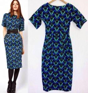 Тёмно-синее платье с орнаментом
