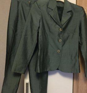 Костюм женский : брюки, юбка, пиджак