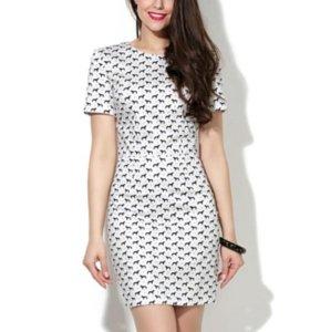 Платье с очень оригинальным принтом Donna saggia