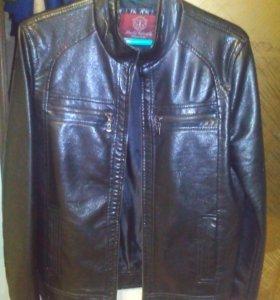 Кожаная куртка (46 размер)