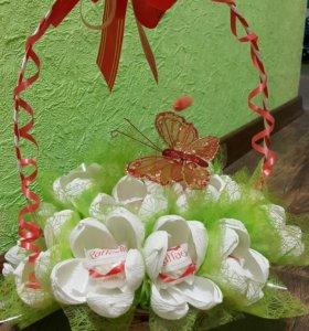 Сладкий букет из 15 раффаэлло в корзине