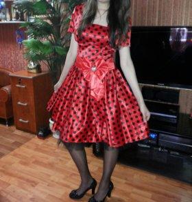 Красивое платье р.42-46