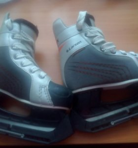 Продам подростковые хоккейные коньки 36 размер