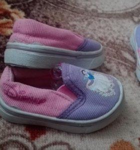 Обувь для маленькой девочки