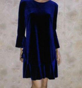 Платье из синего бархата