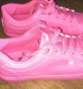Розовые кроссовки 40 размер новые