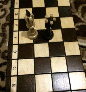 Продам новые польские шахматы 43*43 см.