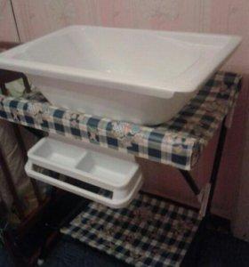 Пеленальный столик вместе с ванночкой