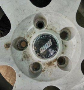 Продам 2 колеса на зимней резине