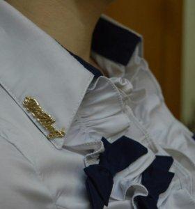 Класическая рубашка с рюшами.