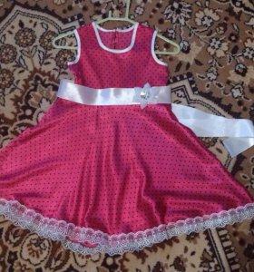 Нарядное платьеце.