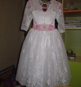 Нарядное платье на 7-9 лет.