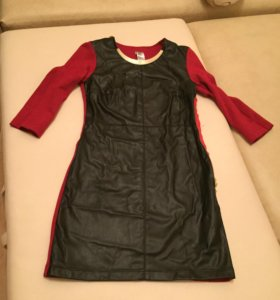 Платье,спереди эко-кожа,спина и рукава трикотаж