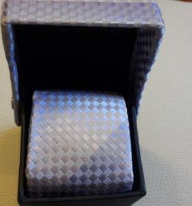 Новый галстук в коробке