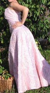 Очень красивое,корсетное платье.