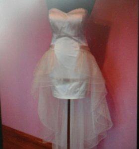 Платье с отстегивающимся шлейфом
