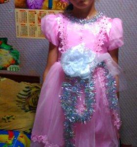 Продаю платье на девочку, 9,-10 лет.