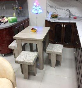 Кухонный набор( стол и 4 табурета)