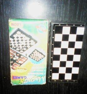 Игра 3 в 1:шашки,шахматы и нарды.Фигурки на магнит