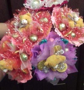 Букетики из конфет