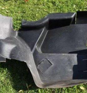 Пластмассовая обшивка багажника 124 мерседес