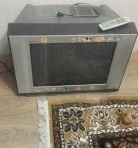 Телевизор и даже есть пульт