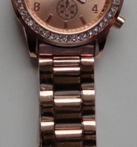 Часы наручные золотистые Geneva с металлическим бр
