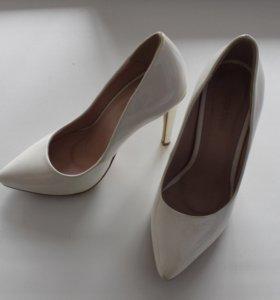Туфли белые лаковые свадебные