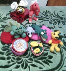 Вязаные игрушки и шкатулка