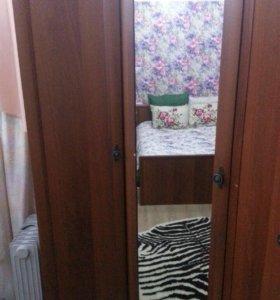 Шкаф, кровать, туалетный столик