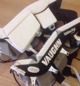 Хоккейные вратарские щитки Int. Vaughn 7490i