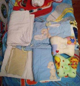 Комплект в кроватку,постельное белье,борта