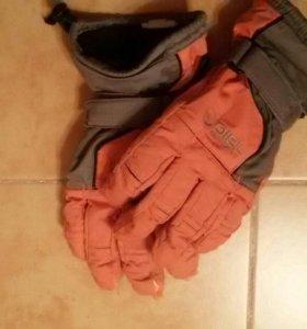 Перчатки для зимнего спорта